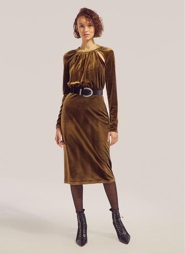 Monamoda Damla Dekolteli Kadife Elbise Yeşil